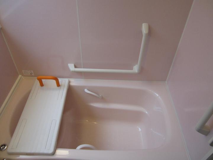 浴室では 立ち上がるんが大変ですよね 特に介護が必要な方は 滑ら
