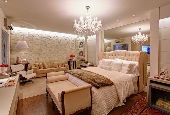 Inspiração quarto de casal, ideias incriveis, para te inspirar a decorar seu quarto, com elegancia e requinte. Com espelhos, capitonê e criado mudo.