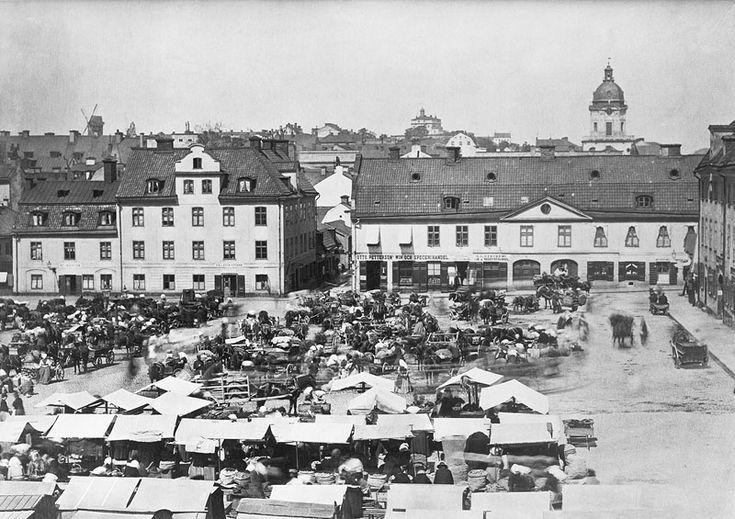 Torghandel på Hötorget. Fotografi mot norr 1870-tal