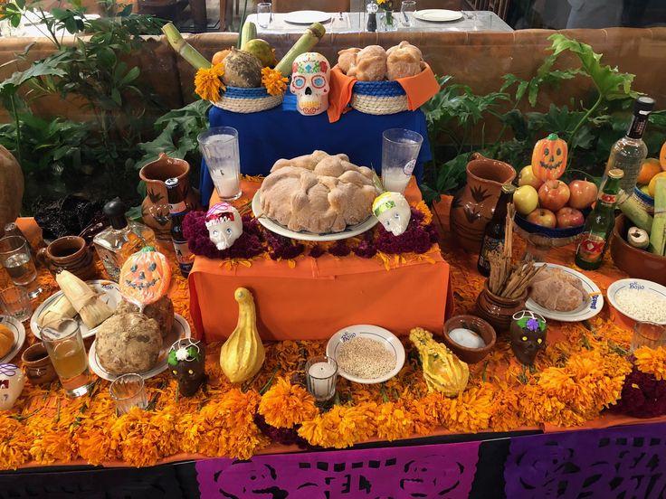 Traditions, tradiciones mexicanas, Día de los Santos Inocentes (1 noviembre), Día de Muertos (2 noviembre), catrinas, papel mache, Altar de muertos, pan de muerto.