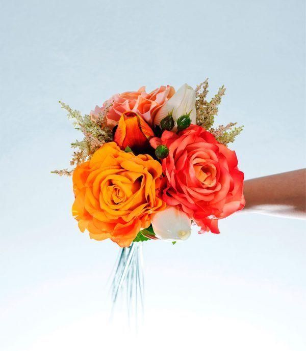 Bouquet Jim realizzato con #roseinglesi a #stelolungo #tulipani #naturaltouch #astilbe #oniongrass #foglie di #ortensia #bouquet #flowers  #fioriartificiali #eventi #specialmoments #composizioni #floraldesign #lafleuriste #lafleuristechic #shoponline
