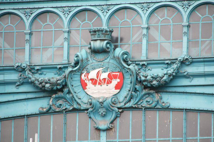 Quel lieu très passant ?   (je reconnais que c'est peu visible ;-)  comme c'est épinglé, je le dis ! Gare d'Austerlitz, au-dessus de la sortie du Métro, côté Seine