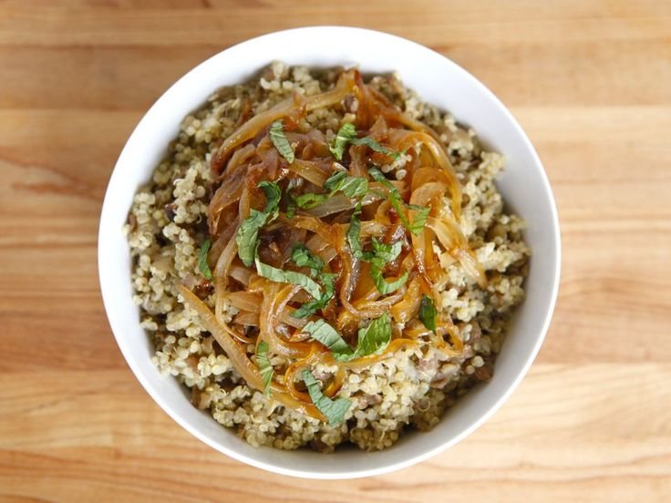 quinoa mujadara, via the shiksa in the kitchen. totally making this tonight for dinner, with added roasted butternut squash (because i can).