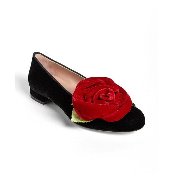 RED Valentino Velvet Rose Flat (3.595 ARS) ❤ liked on Polyvore featuring shoes, flats, red valentino flats, kohl shoes, black velvet shoes, red valentino and black flat shoes