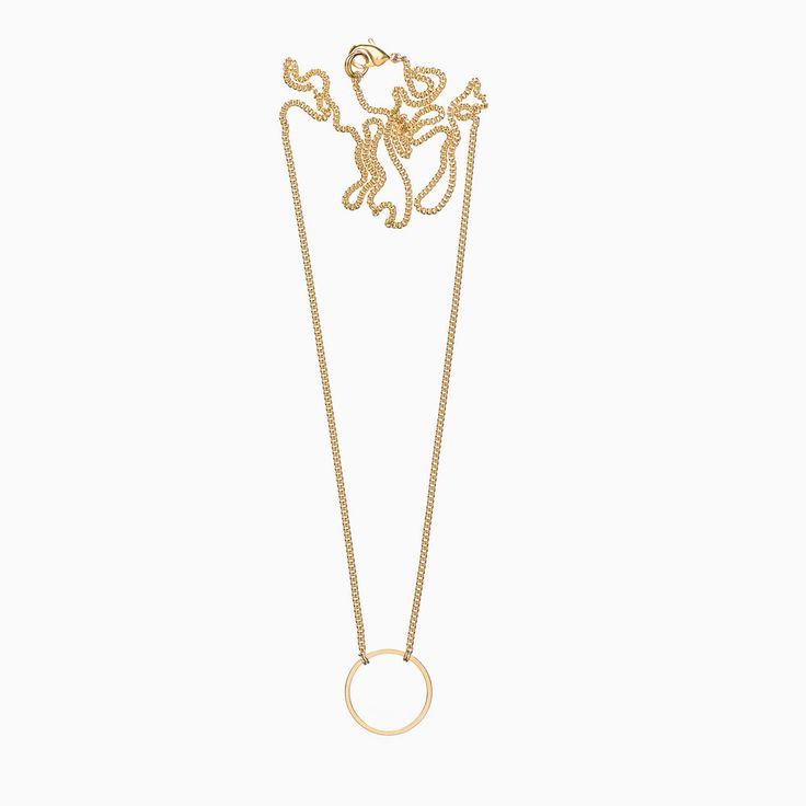 Die Kette sowie das Ringchen bestehen aus vergoldetem Tombak (nickelfrei).  Die Halskette wird in Bern angefertigt und ist in verschiedenen Längen  erhältlich.  Nach Bestellungseingang wird das Bijou in ein schönes NANA-Säckli verpackt  und innerhalb von 3 bis 5 Werktagen versandt.  Artikelnummer: H00R-G010