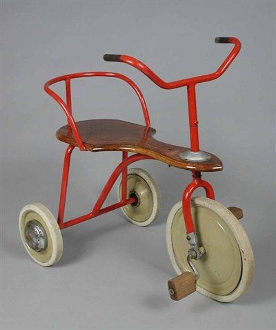 Rode driewieler. deze hadden wij op de kleuterschool