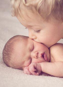 I love sibling pics! Precious!
