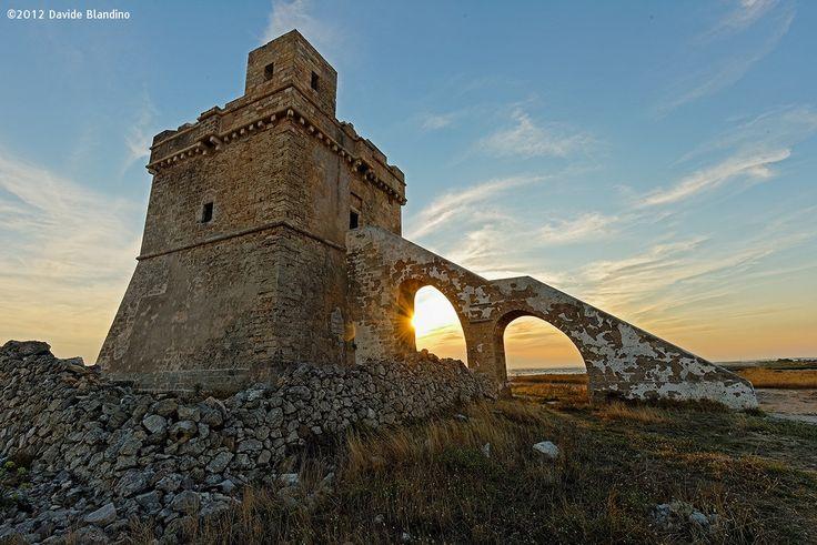Torre Squillace - Localmente chiamata anche Scianuri, è una torre costiera del Salento situata nell'estremità settentrionale del comune di Nardò, al confine con il Comune e l'area marina protetta di Porto Cesareo. #Salento #TorreSquillace #Nardò