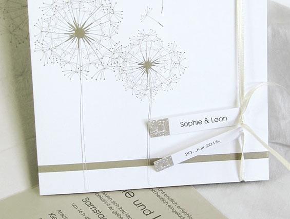 Günstige Einladungskarten Hochzeit Online  Optimalkarten Mint Gruen  Einladungskarte Mit Streife Band Und Spitze   Papiersorte: Holzfreie Papier  Farbe Der ...