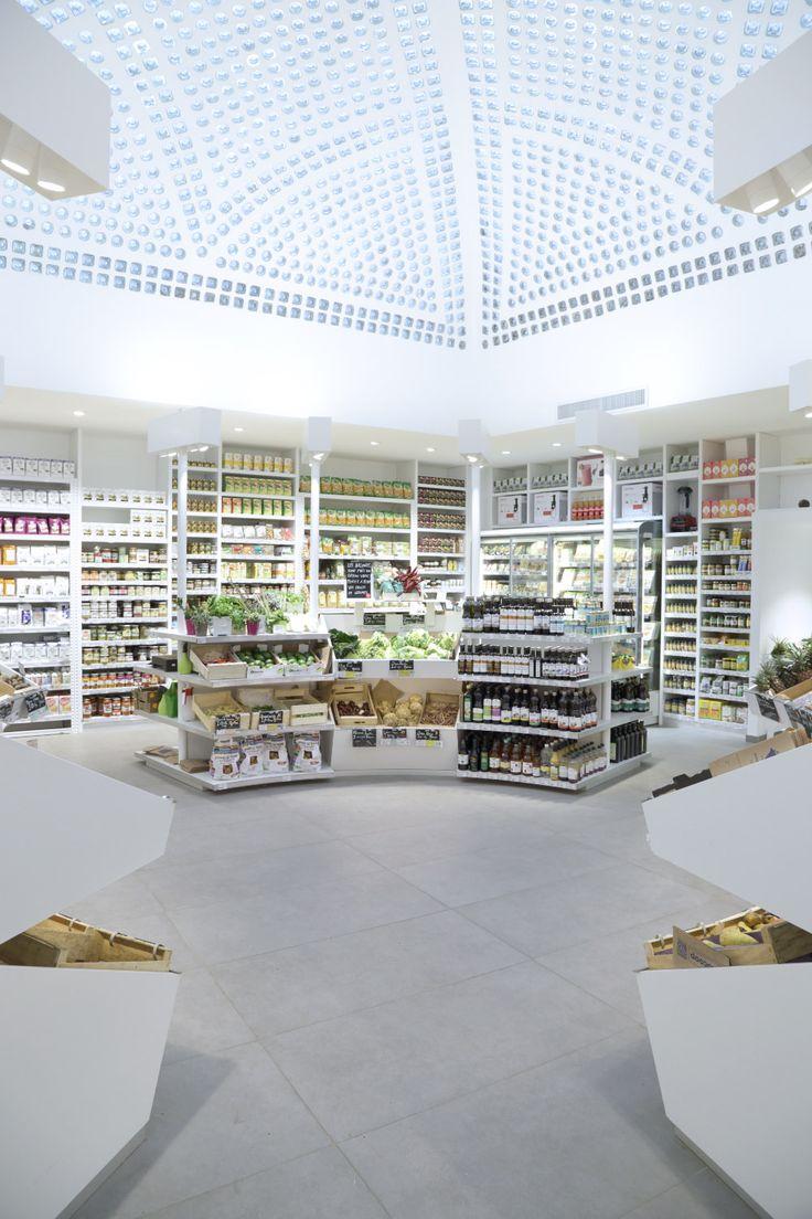 Dada Biocoop, le nouveau lieu imaginé par Jeff van Dyck au cœur de la capitale, une épicerie de la marque Biocoop en version minimaliste et raffinée.