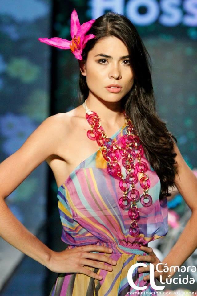 Maxi collar Glam 3 fucsia Alejandra Valdivieso accesorios para mujer