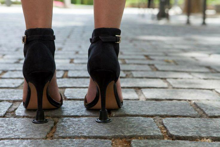 También son perfectos para superficies irregulares - zapatos de tacon con tapones Llelle