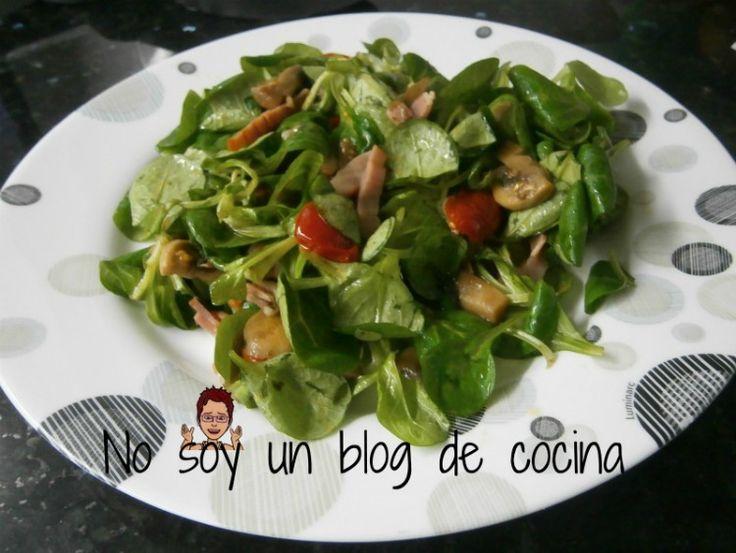 No soy un blog de cocina: ENSALADA TEMPLADA DE CANÓNIGOS, CHAMPIÑONES Y BACON
