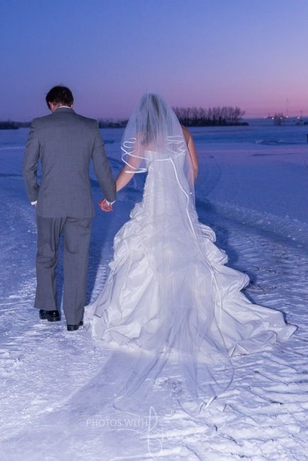 Photos With Finesse Wedding Imagery.  There may have beena -35C windchill, but this amazing couple braved elements for a few outdoor shots!