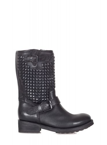 Ash - Boots - 300559 - Black - 37500   Studded leather boot. Model Trash. Studs in color on the leg and small lateral buckle. Strap with buckle on the front. Leather insole. Rubber sole. Heel height: 4 cm. Made in Mexico.