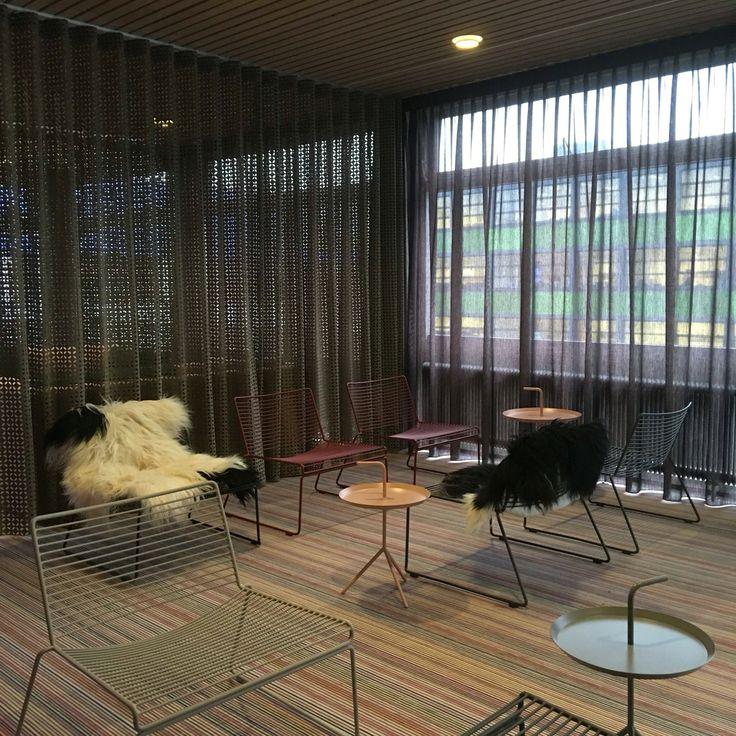 Project #7311.  In samenwerking met JMDinterieurarchitectuur de leraren aula van het Stedelijk College in Zoetermeer aangekleed met laser gesneden gordijnen als room divider en prachtige in betweens.  Meer info: www.onelwindowdressings.nl  Tags: #raambekleding #blinds #gordijnen #roomdivider #onel #onelwindowdressings