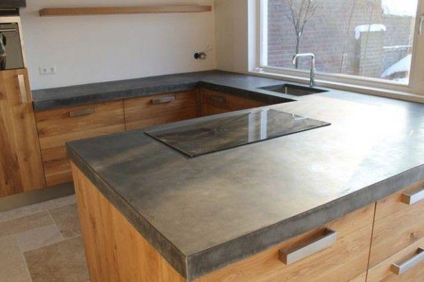 Ikea keukens maar dan anders met een mega groot betonnen blad