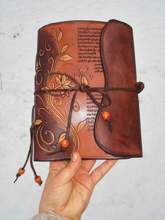 Diario de cuero mano-fileteado y escrito a mano