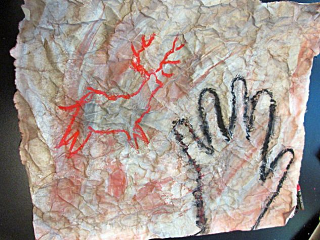 Eleverna i åk 3 läser forntiden och vi har på bilden gjort grottmålningar.