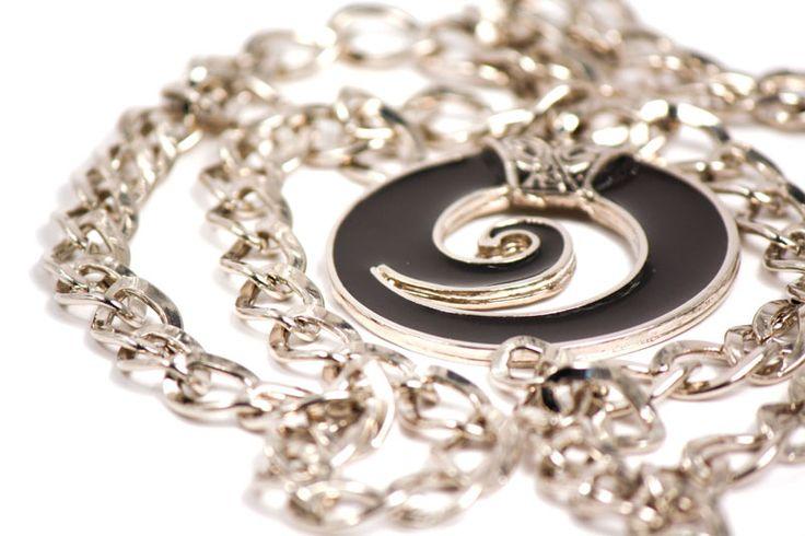 Limpia con un paño suave las cadenas de tus accesorios: http://latiendademaga.wordpress.com/?s=cuidado+de+joyas=Buscar #TipsSOS