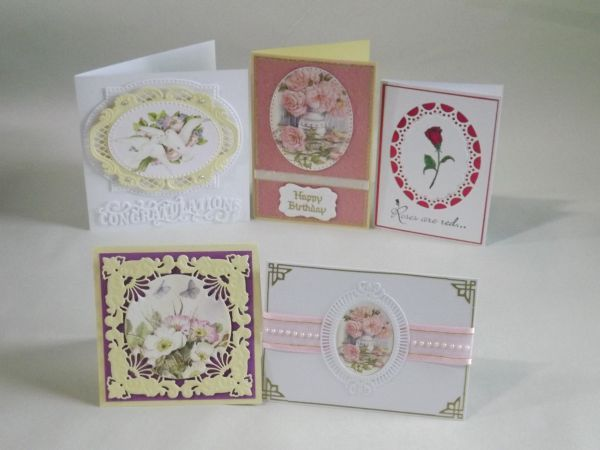 www.craftplus.com.au January 2016's Card of the Month kit.Features Marianne Design Anja's ovals LR0376 dies.