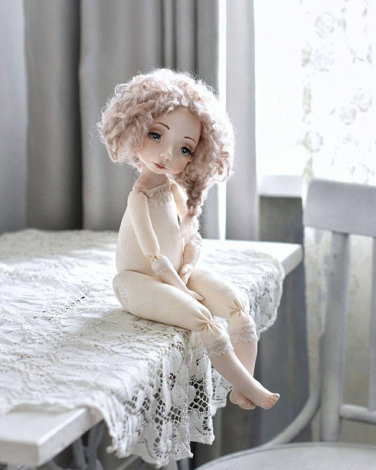 1,053 отметок «Нравится», 62 комментариев — Авторские куклы и игрушки (@niminyschay_irina) в Instagram: «Друзья, добрый вечер! Рада представить Вам свою новую куколку Амелию, наше совместное творение,…»