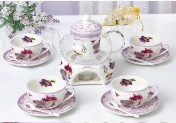 ■商品説明◇華やかなテーブルウェアは、婚礼祝いや引越し祝いなど、新生活を初める方への贈り物としても人気です。・色とりどりの花々が描かれた器。テーブルを華やかに演出してくれます。・美しいカップで華やかなティータイムを。ティーポットがついた4個組のティーセットです。洋にも和にも見えるデザインがとてもお洒落です。 製造国:中国 素材・材質:陶器 仕様:電子レンジ使用可食器洗浄機使用可 セット内容:カップ&ソーサー4客スプーン4ティーポットx1点スタンドx1点注意事項1丶ご利用のPC環境により、実際の商品と色...