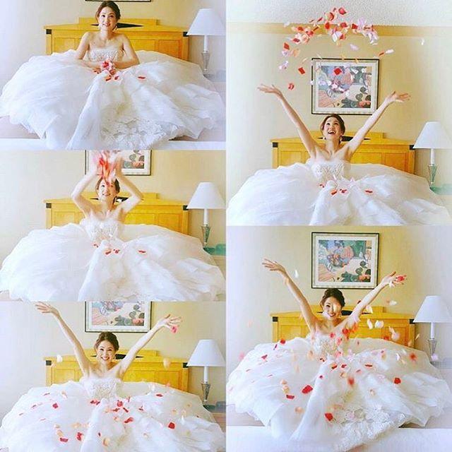 ◌ ❁˚ #ハネムーンフォト と #ホテルウェディング でお泊まりする 花嫁さんの特権✨ * #ベッドの上で花びらを ふわーーっとする #セルフフラワーシャワー のpicは とーっても幸せいっぱい * 花びらを捲くところから 舞い散るまでを 組み合わせて1枚にすると こんなに楽しそうな写真になります ◌ ❁˚ photo by @___my_wedding #プレ花嫁#結婚式#結婚式準備#ウェディングレポ#結婚式レポ#ハネムーン#新婚旅行#セルフ前撮り#セルフフォト#ウェディングフォト#お支度ショット#フラワーシャワー#卒花#ハネムーンレポ#marryxoxo