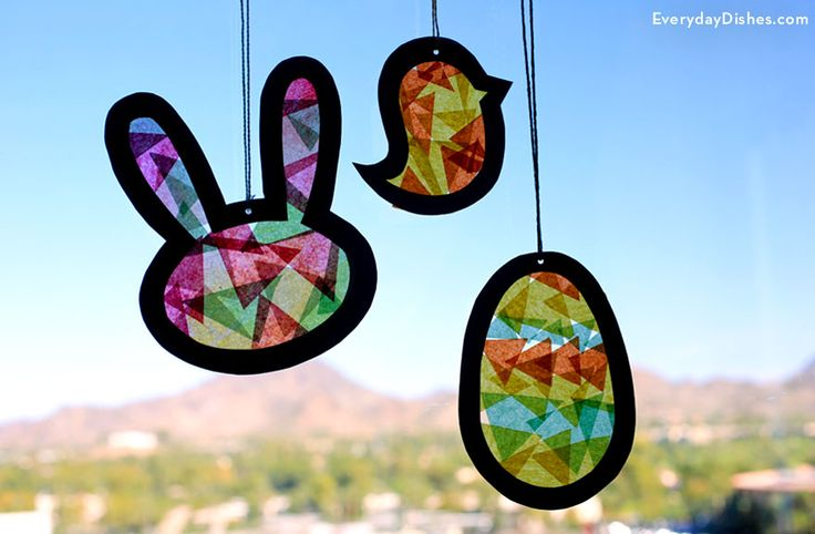 Lovely Easter suncatchers, so colourful! Would be great for other shapes as well (Halloween, Xmas, Valentine).