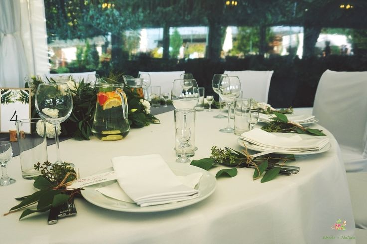 Dekoracje sztućców na stołach gości. #wedding #flowers #table #decoration #2016 #green