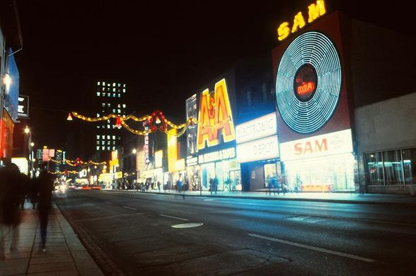 Toronto 1980s Sam the record Man- looking north on Yonge St
