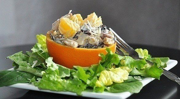 Еще больше рецептов здесь https://plus.google.com/116534260894270112373/posts  Куриный салат с апельсином  Ингредиенты: 1 большой апельсин 150 г отваренной курицы 1/2 стакана грецких орехов 1/2 стакана сушеных вишен (или клюквы) 60 мл майонеза или йогурта твердый тертый сыр соль перец листья салата  Приготовление: 1. Разрезаем апельсин пополам. 2. Аккуратно вырезаем мякоть и нарезаем ее кубиками. 3. Нарезаем курицу и измельчаем орехи. 4. Берем сушенную вишню или клюкву. 5. Смешиваем все…