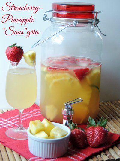 Jugo de uva blanca, jugo de naranja, fresas grandes, piña fresca, limon y Soda 7UP TEN