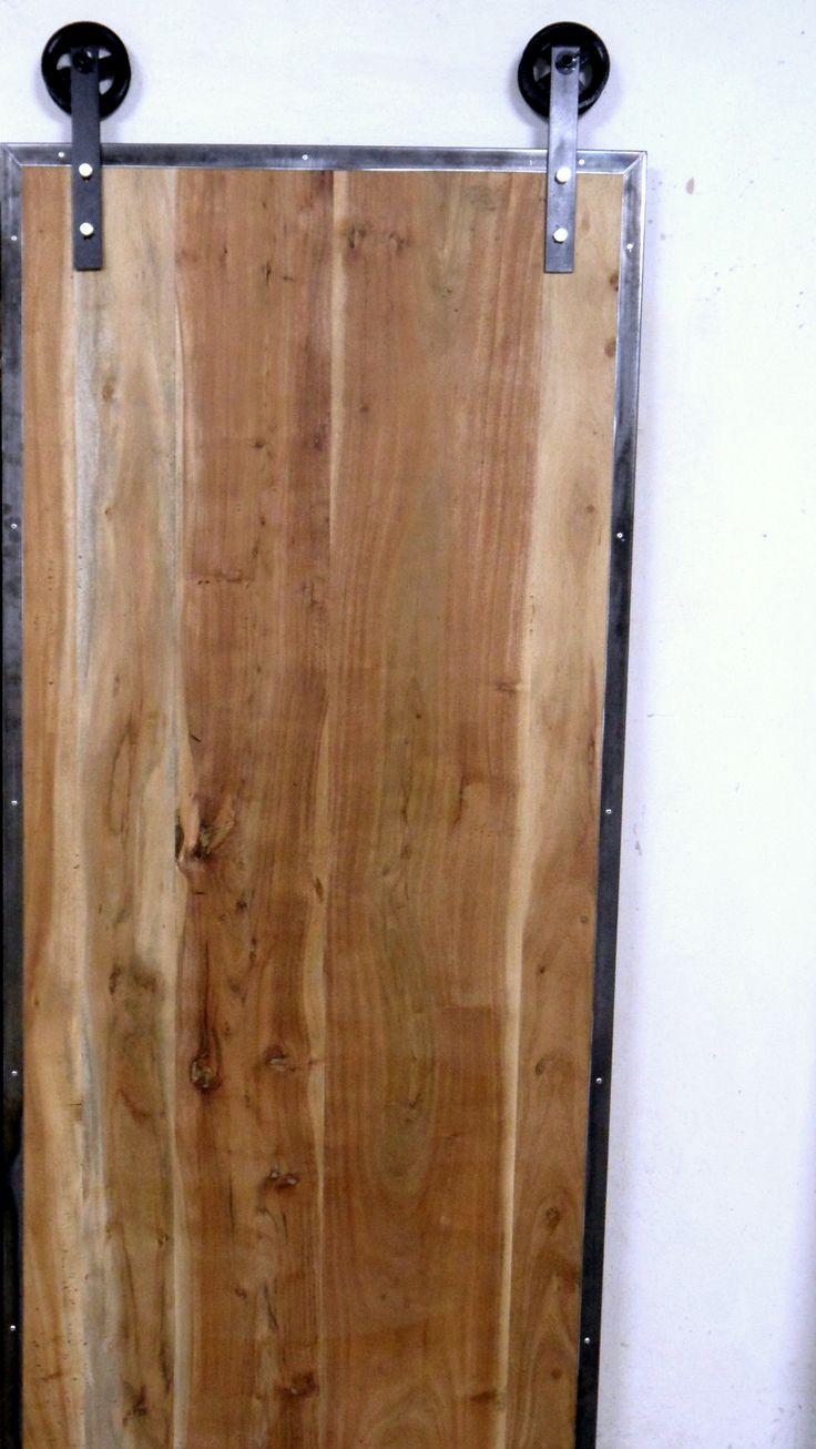 Na sprzedaż  Drzwi wykonane z drewna egzotycznego . Metal i drewno