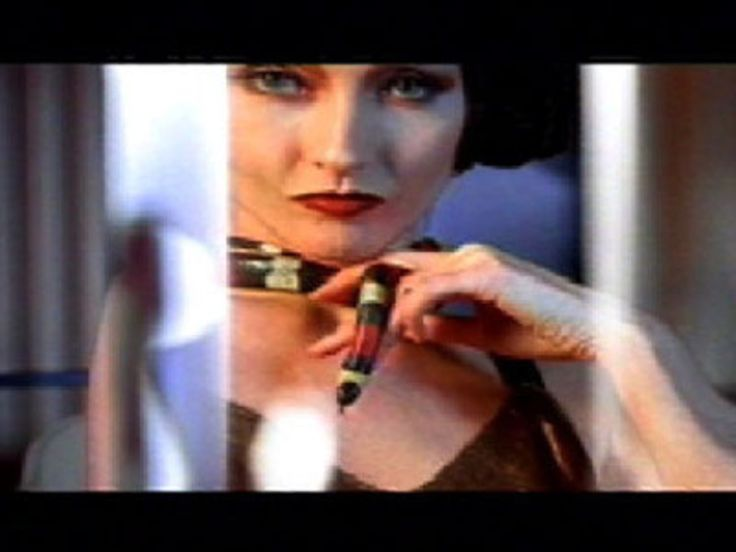 Read more: https://www.luerzersarchive.com/en/classic-spot-of-the-week/2007-9.html Message In A Bottle Set on a luxury ocean liner in the 20s, this 1993 commercial offered aseries of astonishing double-takes. When viewed through a bottle of Smirnoff vodka, things no longer looked as they seemed. A decorative flower turned into a Venus flytrap, a lady's fox stole came fearsomely to life, a young woman's necklace was revealed to be a hissing snake, etc. Tags: DLKW Lowe, London,Smirnoff,Chris…
