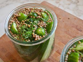 """Inmaakazijn kunt u gemakkelijk zelf maken. Op deze manier heeft u een basis om bv champignons, augurken, rode pepers of andere soorten """"hele"""" groenten in te maken."""