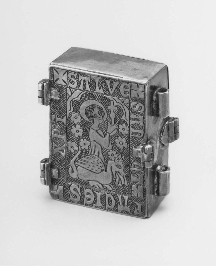 Caja en forma de libro. Sta Margarita saliendo de un dragon| Museum of Fine Arts, Boston
