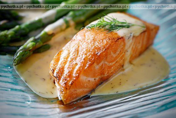 Spróbuj przygotować wyśmienite potrawy z ryb.Łosoś w sosie cytrynowo- koperkowym. Aby wykonać tą potrawę  potrzebujesz: filetów śledziowych, cytryny oraz koperku.