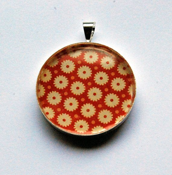Red resin #pendant with daisy flowers. by ZoseDesigns