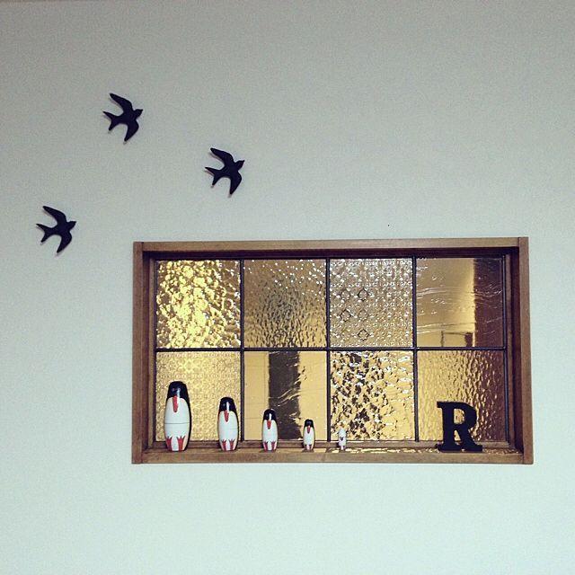 のミルクペイント/salut!/アルファベット/マトリョーシカ/室内窓…などについてのインテリア実例を紹介。「セリアの陶器の鳥をミルクペイントでマットブラックにしました。とりあえず室内窓の隣に。」(この写真は 2015-03-07 19:44:57 に共有されました)
