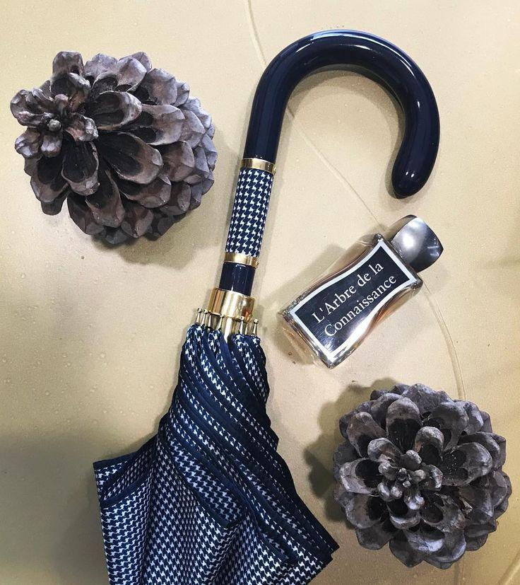 #lovely #luxury #umbrella #pasotti #italian #handmade 🌂 #perfume #jovoy #paris #lambredelaconnaissance #fig #fresh #niche #nicheperfume 📍#rosinaperfumery #giannitsopoulou6 #glyfada #athens #greece #shoppingonline : www.rosinaperfumery.com 💎