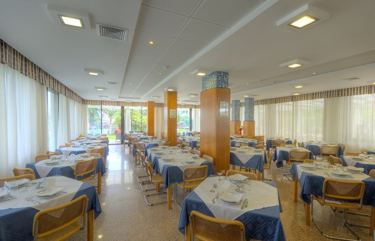 La sala ristorante con aria condizionata  The dining room with air conditioning  #Grottammare