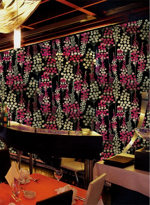 Alluring metallic wallpaper for the VIP room http://lelandswallpaper.com.  Black brushed metallic background with geometric floral stems in metallic gold and varying shades of raspberry $36.95 per single roll: Brushes Metals, Wallpapers Ideas, Stems, Bling Wallpapers, Black Brushes, Wallpapers Inspiration, Metallic Wallpaper, Floral, Metals Wallpapers