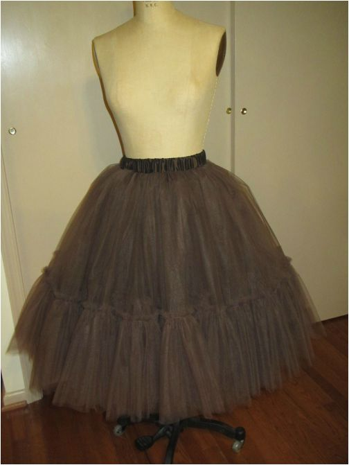 how to make a tulle skirt or petticoat http://www.andreaschewedesign.com/1/post/2014/02/tulle-skirts-1427-sewing.html: