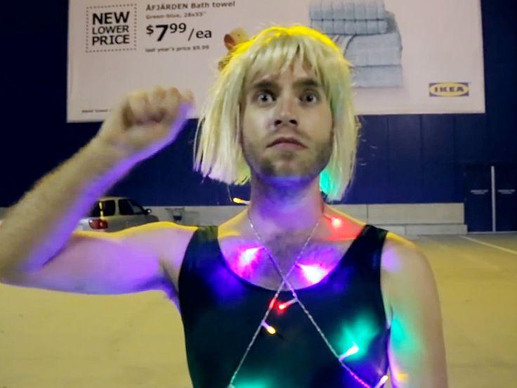 Pinterest\'teki 25\'den fazla en iyi Sia chandelier video fikri ...