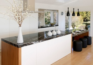 Nice contrasting kitchen bench tops