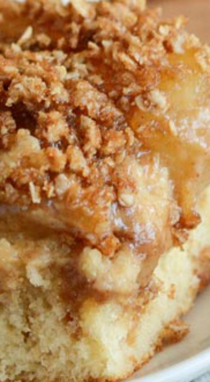 Cinnamon Apple Buckle ~ This cake can be served for breakfast, snack or dessert... A delicious moist cake topped with sweet apples and a crunchy cinnamon streusel topping.