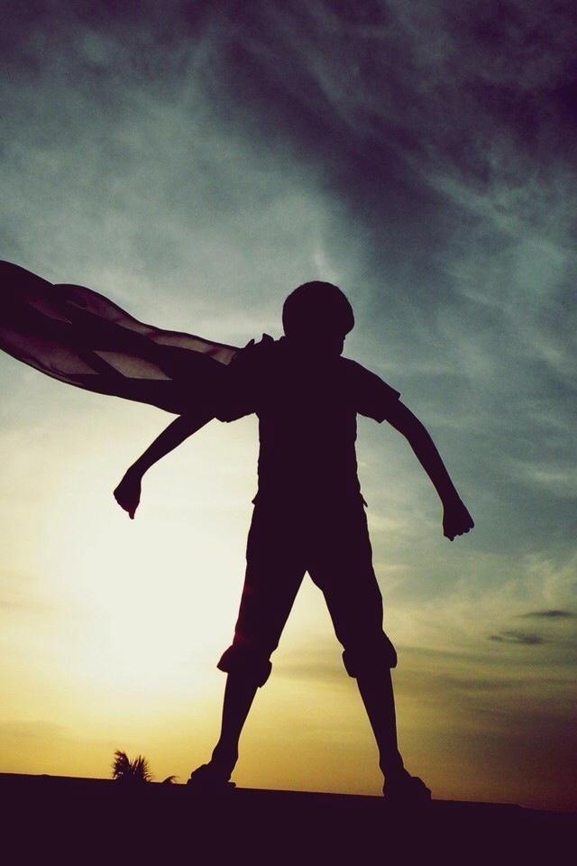 「知道誰跟你一起了嗎?明白了,往前衝吧!」用能力多寡衡量判斷,那叫勝算,不是信心。信心是信任和決心的結合,因為我知道誰與我同去。這打不倒的扶持,有了力量是向前去的勇氣!〜小編 因為凡從神生的,就勝過世界;使我們勝了世界的,就是我們的信心。 (約翰一書 5:4)