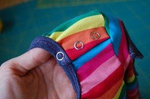 Eine seitliche Knopfleiste an jedes Shirt
