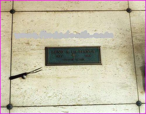Leno LaBianca's grave plaque